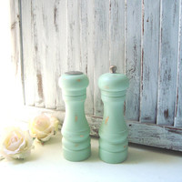 Mint Green Salt and Pepper Set, Pastel Green Vintage Pepper Grinder and Salt Shaker Set, Shabby Chic Kitchen, Green Pepper Mill, Gift Ideas