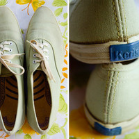 Fresh MINT 1960's Vintage Light Green ORIGINAL KEDS Tennis Shoes with Pointed Toes size 5.5