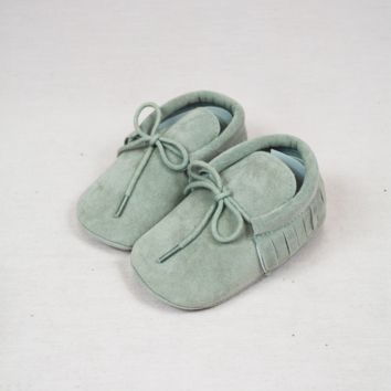 infant fringed booties-gray