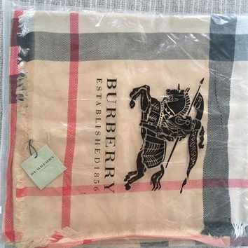 DCCKIN2 Checked scarf with Burberry print .
