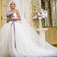 Kate Hudson Wedding Dress in Bride Wars sweetheart neckline lace bodices V waist/Basque Waist Tulle ball gown Chapel Train