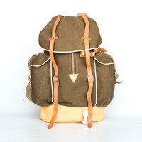 Vintage  Hiking Backpack / Large Canvas Rucksack /  Leather Straps and Zipper / Army Olive Green