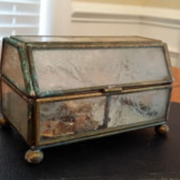 Vintage Sweet Little Brass and Glass Footed Jewelry Music Box Great Decor Mothers Day Proposal Gift Box Altered Art Supply