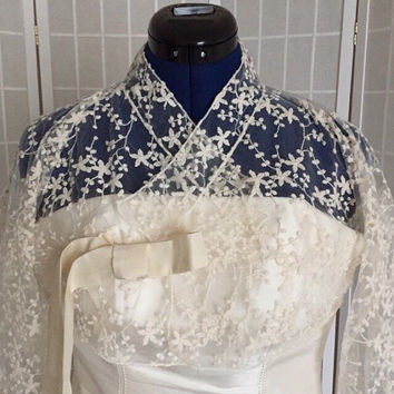 Lace hanbok. Floral lace bridal jeogori. Korean-style bridal bolero. Wedding jacket size medium (M) 한복
