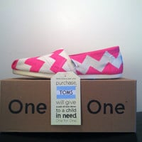 Natural Canvas TOMS w/ Pink Chevron Design