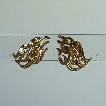 TRIFARI Openwork Waves Clip On Earrings Designer Vintage Jewelry