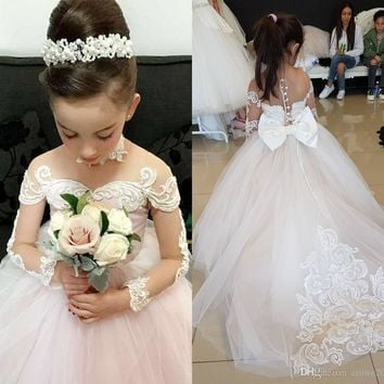 2018 Princess Ivory Tulle Long Sleeves Flower Girls Dresses with Bowknot Lace Applique Beaded Pearls Weddings Christmas Girl Pageant Dresses
