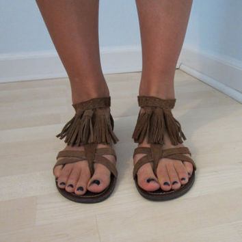 Minnetonka Leather Fringe Sandals 7 Festival Hippie Flower Child Footwear Hipster Urban Grunge Club Kid