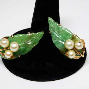 14KT Gold & Jade Leaves Earrings with Genuine Pearl Beads - Carved Green Jade Leaf Design - Vintage Screw Back 1940s 1950s Era Mid Century