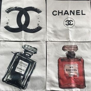 ONETOW 4 New Designer Chanel Parfum Pillow Cases, Set of 4