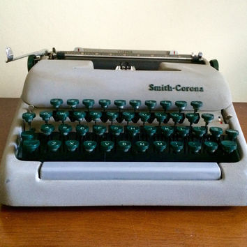 Smith Corona Clipper Manual Working Typewriter With Case