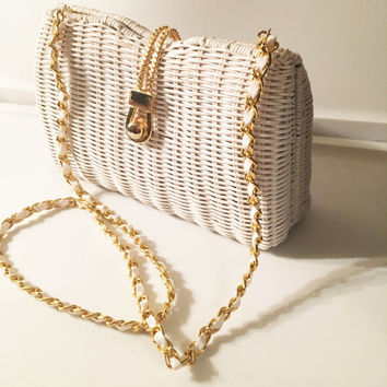 White Wicker Styled Handbag, Crossbody Purse, Gold Metal Chain, Metal Rope Front Clasp, Made in China, 1950's Purse, Vintage Shoulder bag