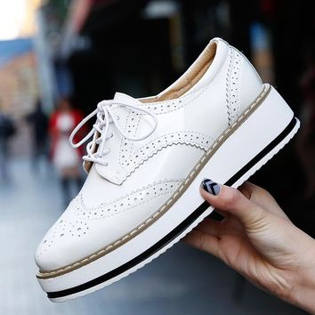 Women Platform Shoes Woman Brogue Patent Leather Flats Lace Up Creepers Female Flat Ox
