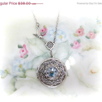 Black Friday Sale Vintage Silver Locket Necklace Silver Compass  Never Lost  Jewelry