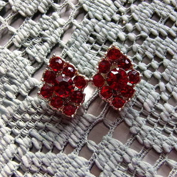 Ruby Red Crystal Rhinestone Gold toned Vintage Clip On Earrings. Gift for her, jewelry earrings, vintage wedding