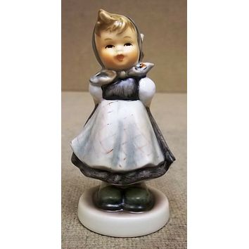 Hummel Figurine 1060 All Smiles 3 7/8in