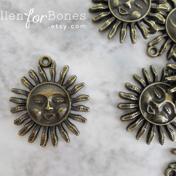 2pcs ∙ Antique Brass Sun Charm Smiling Sun Sign Pendant Celestial Astrology Necklace Jewelry Supplies