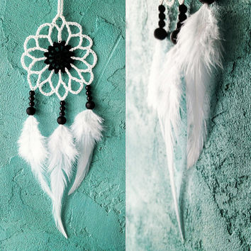 Mini white black dream catcher car dreamcatcher crochet doily dream catchers feathers boho dreamcatcher wrap packing decor