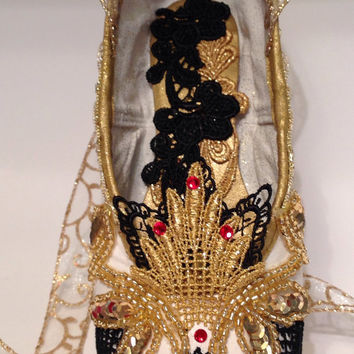 Don Quixote themed decorated pointe shoe. Kitri. Paquita. Carmen. Nutcracker Spanish. Nutcracker Gift.