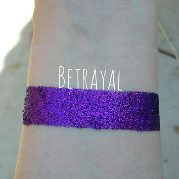 Pressed Glitter Eyeshadow, in 'Betrayal' Metallic Purple, 26mm pan or 3G jar, cosmetic grade glitter