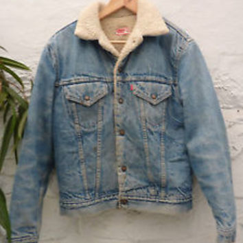 Vintage 90 s Levis Oversized Denim Jacket Fur Lined Mens Jean Urban  Outfitters da68975304e7