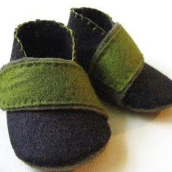 Black and Green Felt Baby Boy Booties Cross by sunflowerexpress