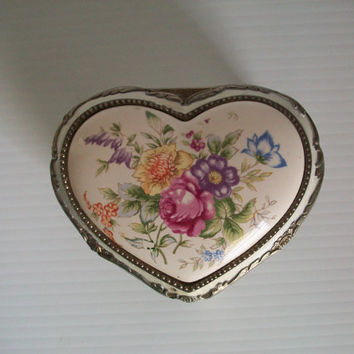 vintage ornate heart trinket box with elegant florals . vintage ornate trinket box vintage trinket box vintage Japan jewelry box confection