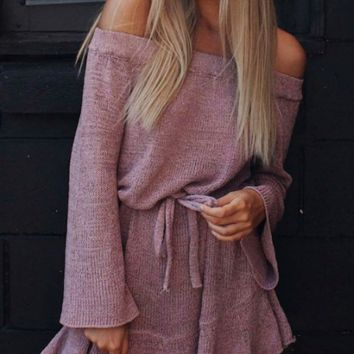 New word shoulder small trumpet sleeve ruffled knit dress