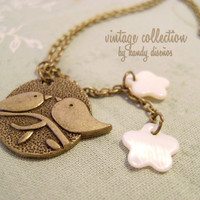 Birds Necklace Vintage Inspired: Cute birds shell flowers. White, bronze, romantic, dreamy jewelry