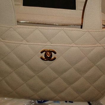 BEAUTIFUL VINTAGE CHANEL SPLIT TOP HAND BAG IN CREAM, RARE!! MUST HAVE, DESIGNER