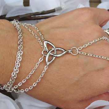 Celtic Hand Chain, Slave Bracelet, Ring Bracelet, Irish Pride, Celtic, Knot, Infinity, Silver plated, Hand Jewelry, Jewelry, Custom, Sized