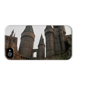10% off Harry Potter iphone 5 case, Hogwarts castle iphone case, hogwarts school of witchcraft and wizardry ,wizarding world of harry potter
