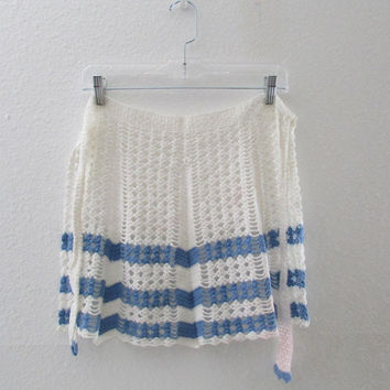 13-1016 Vintage 40s 50s Blue and White Crocheted Apron / Handmade Apron / Needlework Apron / Cornflower Blue Apron / Vintage Half Apron