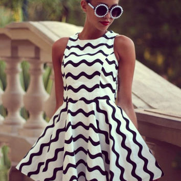 Black and White Wave Print Striped Sleeveless Mini Tent Dress