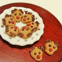 1:12 dollhouse miniature Christmas reindeer cookie / Miniature food scale one inch / Christmas gingerbread deer biscuits / Dollhouse food
