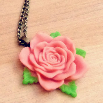 Vintage Style Rose Necklace - Pastel Pink