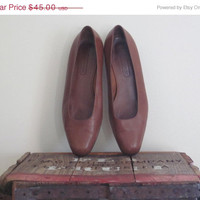 Coach / Coach Shoes / Womens Shoes Size 7 / Wide Shoes / Made in Italy / Coach British Tan / Pumps 7 / Classic Shoes / Brown Heels / Preppy