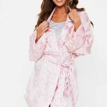 Missguided - Blush Leopard Satin Dressing Gown
