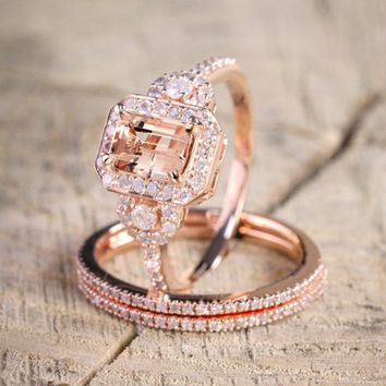 Rose Gold Round Diamond Halo Wedding Ring