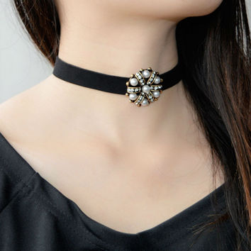 Vintage Gold Plated Flower Pendant With Crystal Imitation Pearl Leather Choker Necklace For Women