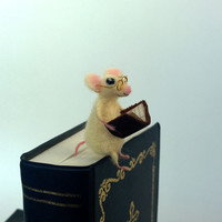 Mouse bookmark glasses book lover Reading white tiny mouse Animal gift Whimsical Waldorf soft figurine Miniature animal Mouse golden glasses
