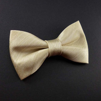 Pale gold clip on bow tie – champagne gold satin pre-tied clip-on bowtie for men or women - groomsmen wedding cream bow tie