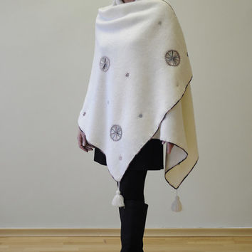 White knitted woolen wrap with handmade embroidery knitted from 100% eco friendly woolen yarn.