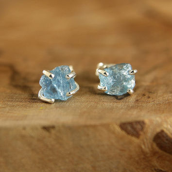 Rough apatite earrings Sterling silver sky blue apatite nuggets Raw apatite stud earrings Raw stone earrings Minimalist boho jewelry