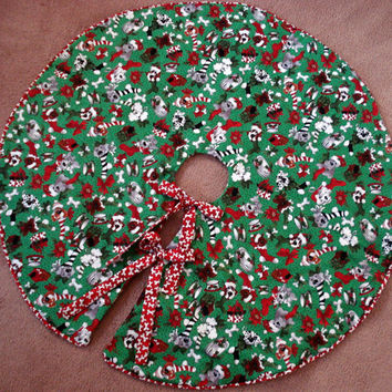 Dog Christmas Tree Skirt with Red Dog Bone Piping and Ties