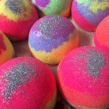 Fuzzy Navel shea butter tie dye bath bombs!  Colorful, moisturizing bath bomb!  5.5 ounces.  Great gift!