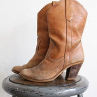 Vintage 70s Women's Distressed Tan Leather Heeled Cowboy Boots sz 7.5