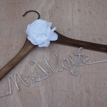 Bride gift,Personalized Wedding Hangers,Name Hanger,shower gifts custom made wedding Hangers,Bridal Hangers,Wedding Gift,