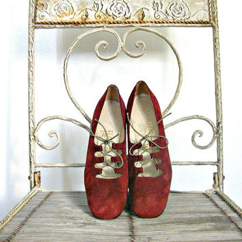 Vintage Ferragamo Shoes / suede shoes / red pumps / flapper shoes / womens lace up shoes / womens size 8 shoe / 8 AA