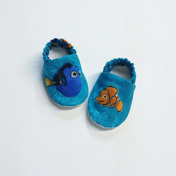 Handmade Soft Cloth Baby Moccs / Moccasins / Booties / Crib Shoes Finding Nemo Dory